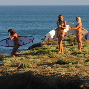 Girls go to surf, Mag Bay Mexico